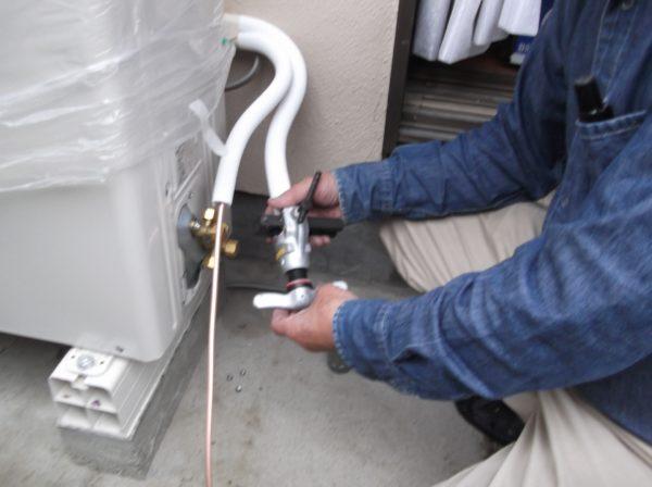 エアコン室外機の修理